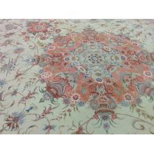196 x 287 Royal Timeless Medallion Handmade Naein Wool and Silk Rug